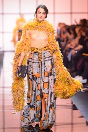 Показ Giorgio Armani Privé коллекции сезона Весна  2017 года Haute couture - www.elle.ru - Подиум - фото 616477