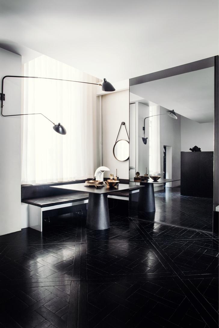 Черный квадрат: парижская квартира в старинном доме (фото 7)