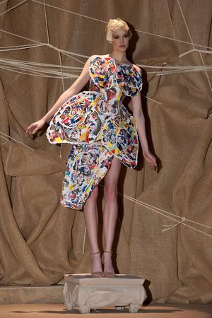 Показ Franck Sorbier коллекции сезона Весна-лето 2013 года Haute couture - www.elle.ru - Подиум - фото 480422
