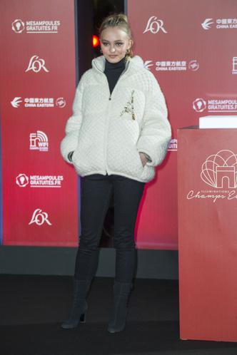 Лили-Роуз Депп на рождественском празднике в Париже (фото 1)