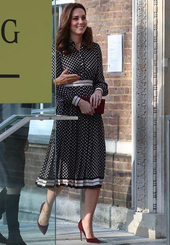 Образ дня: беременная Кейт Миддлтон в платье Kate Spade (фото 4)