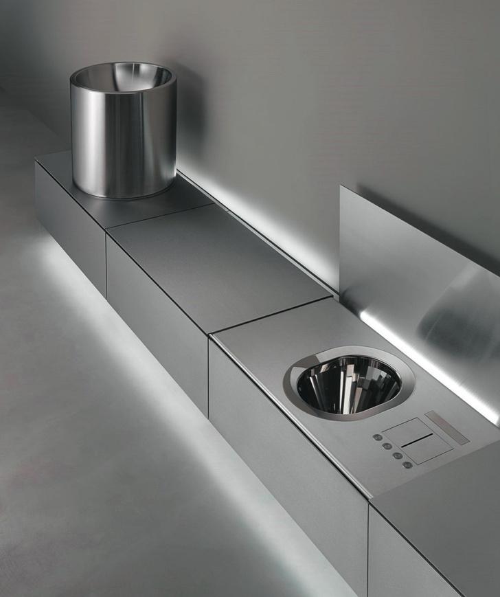 Серый кардинал. Отделки для ванной из металла (фото 1)