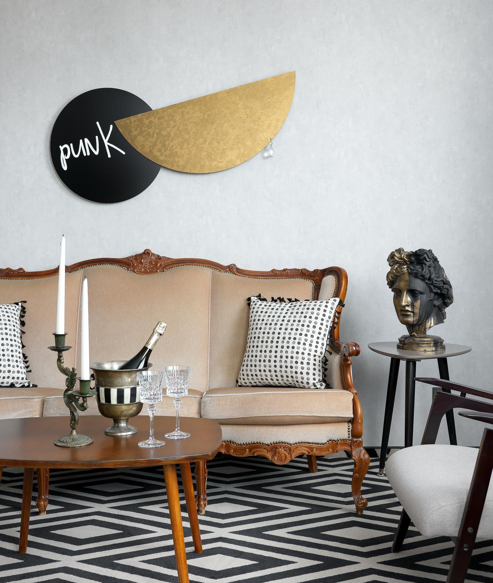 6d001bb6d9645 Номер superior. Винтажный диван, Франция. Кресло, столик, mid-century.