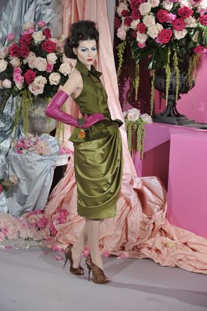Показ Christian Dior коллекции сезона Весна-лето 2010 года haute couture - www.elle.ru - Подиум - фото 138236
