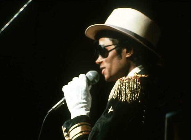 Белая перчатка Майкла Джексона