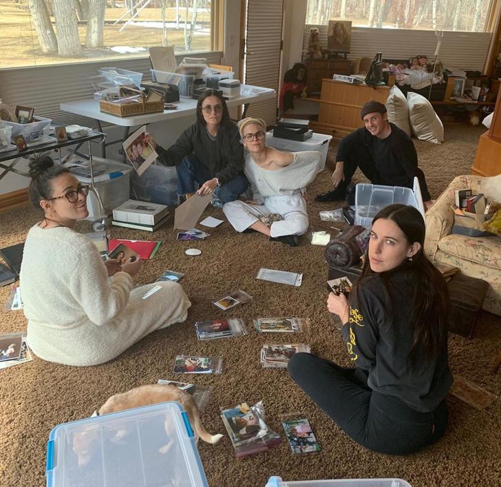 И с Деми Мур делиться секретами: как семья актрисы проводит время в самоизоляции (фото 1)