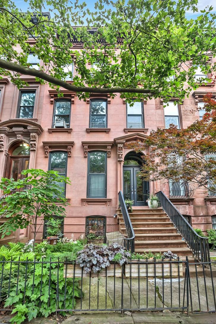 Мэгги Джилленхол продает таунхаус в Бруклине (фото 2)