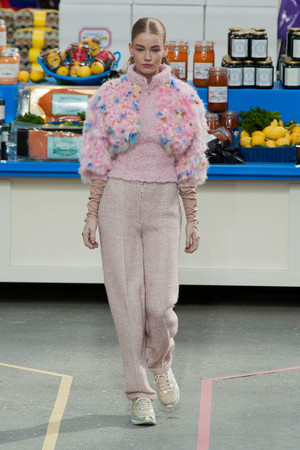 Показ Chanel коллекции сезона Осень-зима 2014-2015 года Prêt-à-porter - www.elle.ru - Подиум - фото 583151