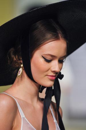 Показ Ulyana Sergeenko коллекции сезона Весна-лето 2013 года Haute couture - www.elle.ru - Подиум - фото 479280