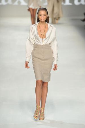 Показы мод Max Mara Весна-лето 2010 | Подиум на ELLE - Подиум - фото 2971