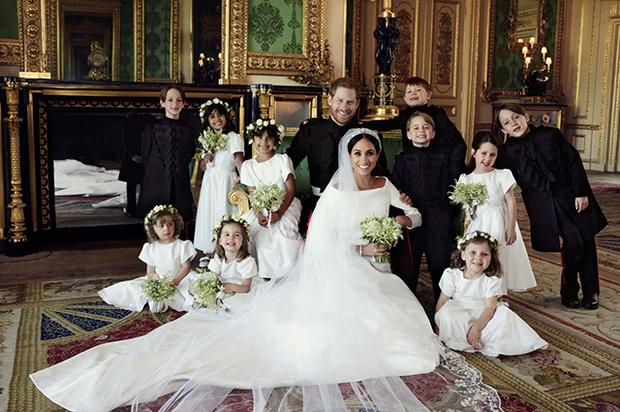 Чем отличаются свадебные портреты Меган и Гарри от фотосессии Кейт и Уильяма? (фото 6)