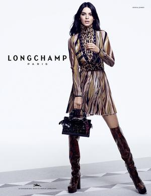 Кендалл Дженнер с главной сумкой сезона в новой рекламной кампании Longchamp (фото 1.2)