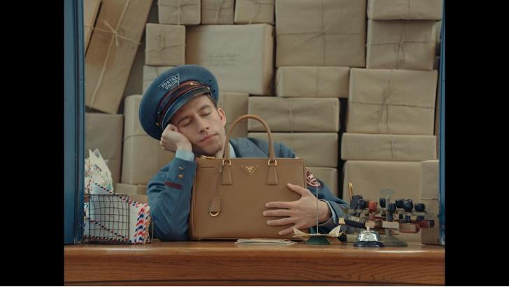 Prada представила серию забавных мини-фильмов The Postman Dreams