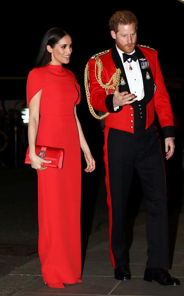 «Моя жизнь перевернулась с ног на голову»: принц Гарри впервые рассказал об уходе из королевской семьи (фото 5)
