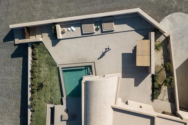 Уединенный дом-скала в Санторини (фото 8)