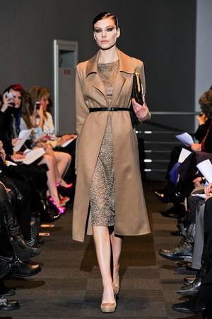 Показы мод Carmen Marc Valvo Осень-зима 2012-2013 | Подиум на ELLE - Подиум - фото 1679