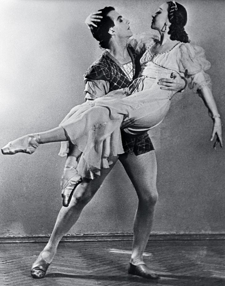 Сцена из балета С. Прокофьева «Ромео и Джульетта». Партнер Улановой — Юрий Жданов, 1956 год.