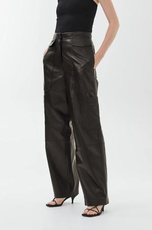 Кожаные брюки: какие купить и с чем носить (фото 12.1)