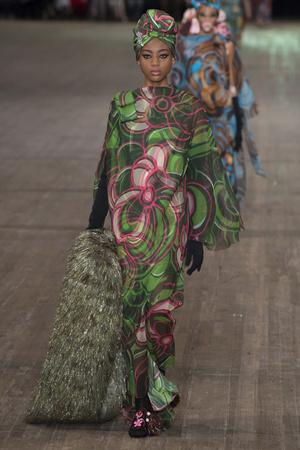 Показ Marc Jacobs коллекции сезона Весна-лето 2018 года Prêt-à-porter - www.elle.ru - Подиум - фото 629671