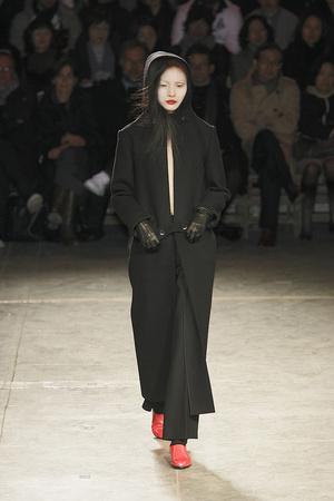 Показы мод Yohji Yamamoto Осень-зима 2009-2010 | Подиум на ELLE - Подиум - фото 3107