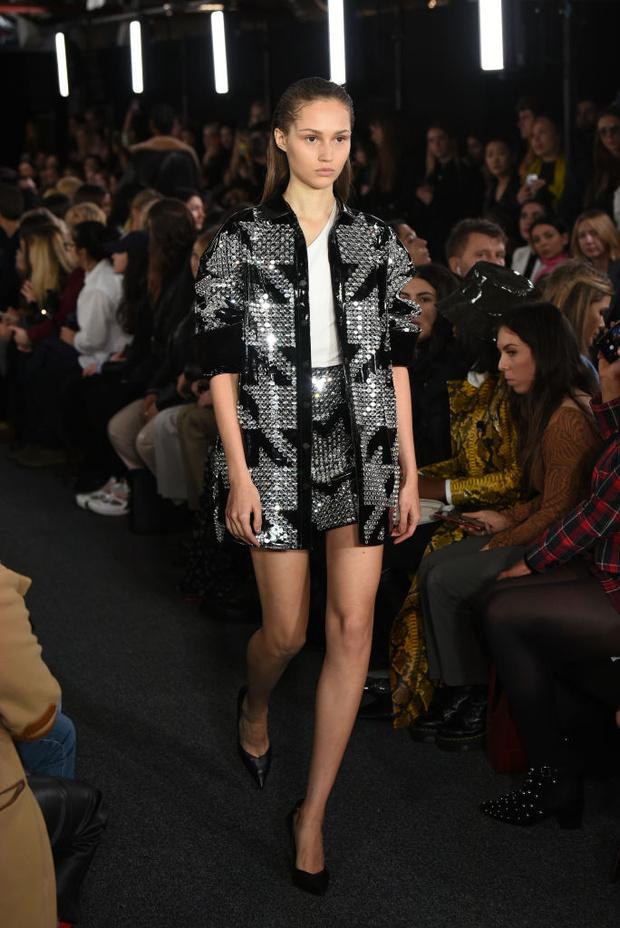 Черный – новый черный: показ David Koma на London Fashion Week (фото 4)